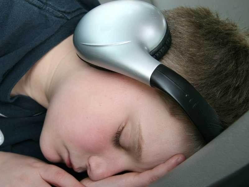 Is sleeping with music bad?